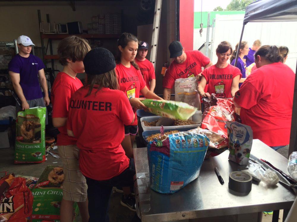 Jacksonville Pet Food Bank Volunteer